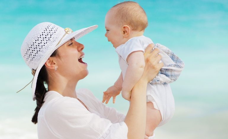 11 Lagu Ibu Ini Bisa Bikin Kamu Merindukan Belaian dan Kasih Sayang Ibu