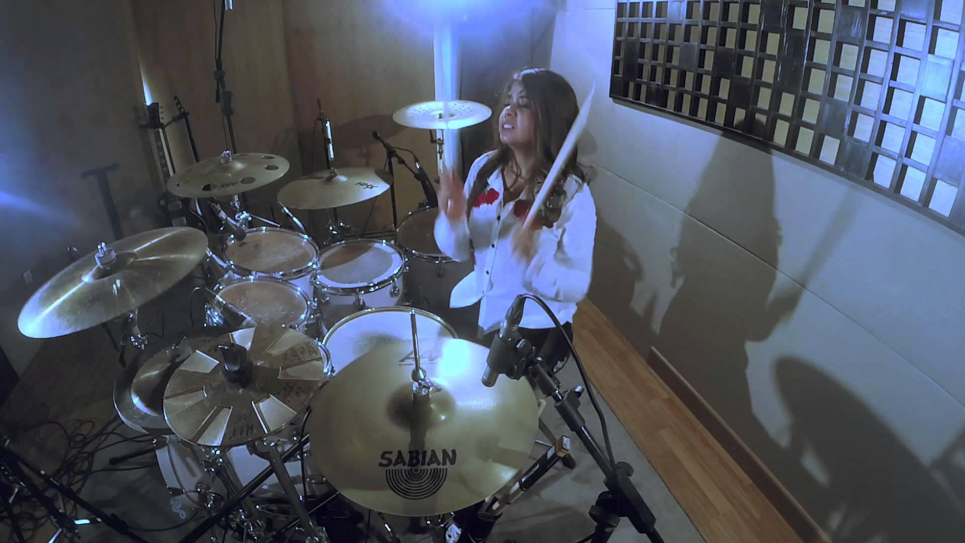 Drummer Cantik yang Bakal Membuat Kamu Makin Cinta Musik Indonesia