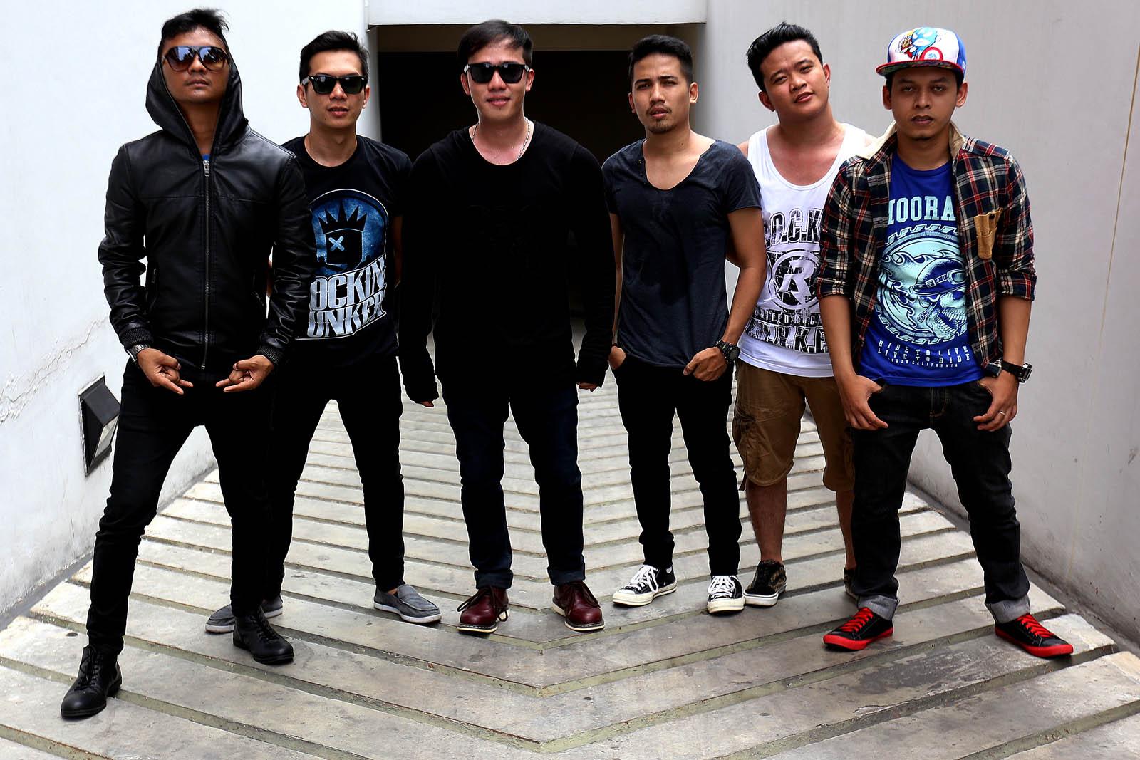 Band yang resmi terbentuk 24 Maret 2004 dan bermarkas di kota Bogor.
