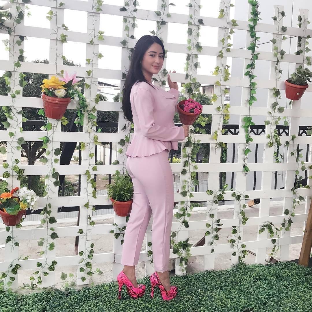 Dewi Perssik Rilis Album Semua Karena Cinta, Ini Pesan Positif di Lagunya