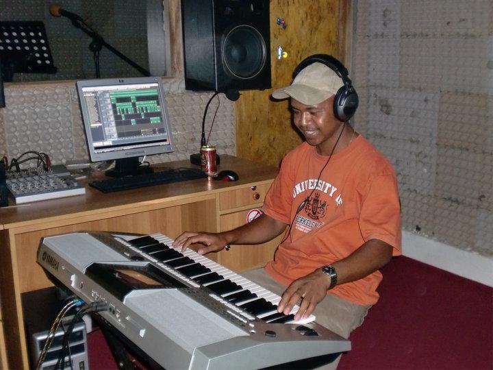 Kisah Inspiratif Abio Salsinha, Petani Desa yang Berhasil Jadi Penyanyi (2)