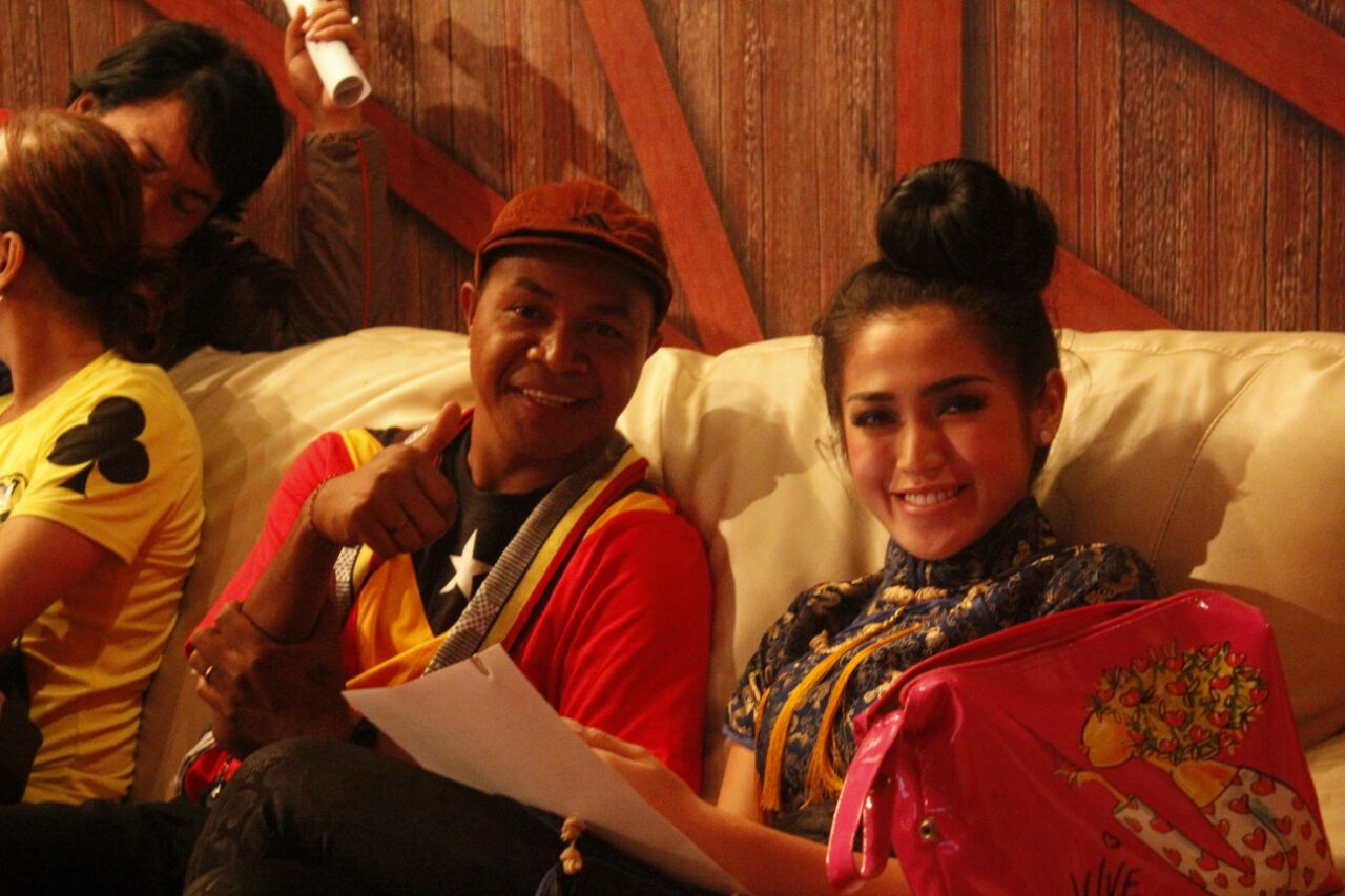 Alasan Penyanyi Abio Salsinha Luncurkan Buku Kamera Cinta di Indonesia